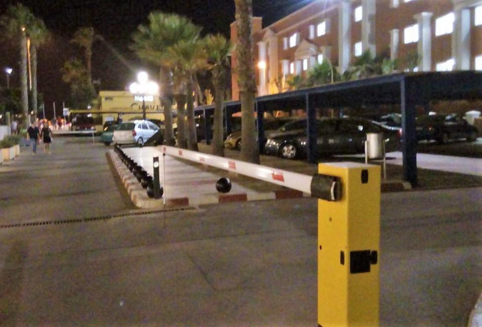 IU exige al PP que garantice el libre acceso a los aparcamientos de la calle Diagonal