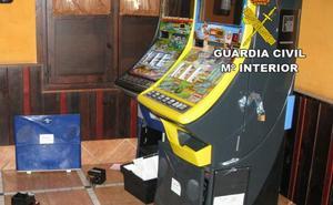 Detienen a cuatro personas por robar en máquinas recreativas de hoteles