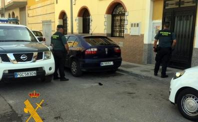 Dos detenidos por asaltar a un hombre a la salida de su vivienda en La Mojonera y robarle 900 euros