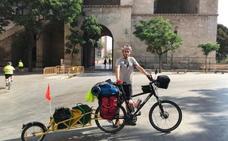 4.000 kilómetros en bici retirando 'basuraleza'
