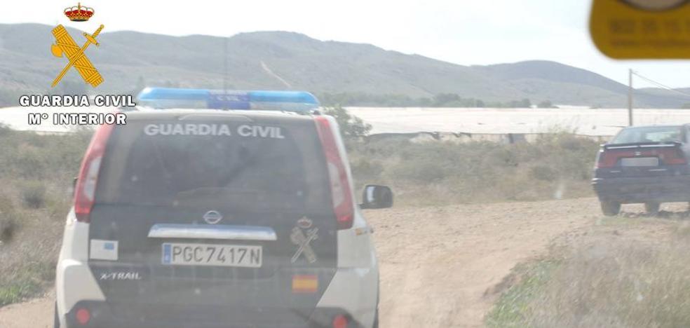 Detenido por robar 1.800 euros de alambre en una explotación agrícola de Roquetas de Mar