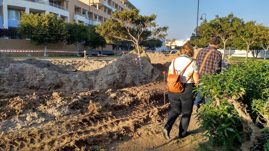 Las obras de pluviales siguen generando caos en Playa Serena cuando acumulan casi un año de retraso