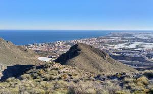 IU organiza una salida de senderismo para mostrar el patrimonio minero de Roquetas