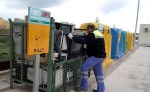 Roquetas sigue sin punto limpio, ni puntos móviles para facilitar el reciclado