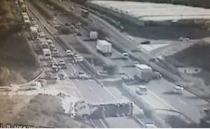 El vuelco de un camión provoca el corte de la A-7 durante una hora a la altura de Vícar