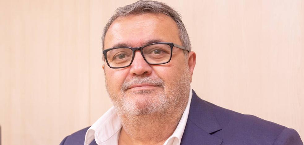 El PSOE acusa a Amat de usar las contrataciones para conseguir votos de los desempleados