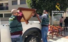 Detenido por robar 72 sillas y 18 mesas a bares de Roquetas de Mar