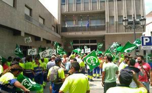 Los trabajadores de Urbaser inician este domingo una huelga indefinida para reclamar un nuevo convenio