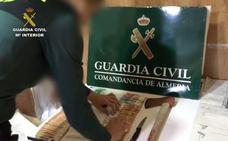Hallan cocaína y más de 3.000 euros en un coche que intentó huir de la Guardia Civil