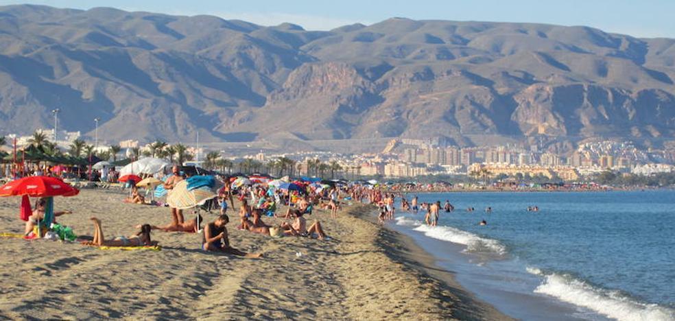Más chiringuitos, hamacas y una nueva zona de masajes en el Plan de Playas
