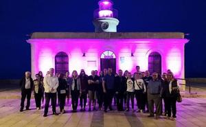 El Faro se iluminó de púrpura por el Día de las Enfermedades Inflamatorias Intestinales