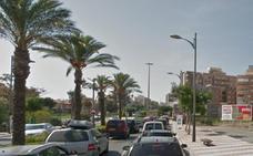 Cuatro mujeres heridas al chocar un camión y un coche en Roquetas de Mar