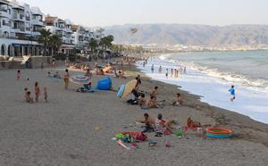 Prohibidas las barbacoas en las playas de Aguadulce, la 'Urba' y el entorno del Puerto