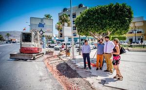 Movilidad inicia la remodelación de los pasos de peatones de El Parador de Roquetas