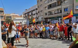 Decenas de personas se manifiestan en Roquetas para pedir más seguridad