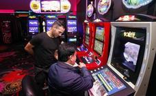 IU-TD-EQ exige acabar con la «manga ancha» hacia los salones de juego