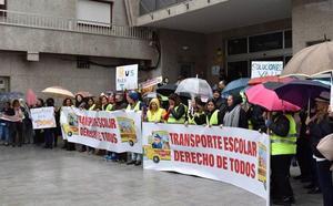 La oposición acusa a Amat de «mentiras» y «engaños» por las subvenciones del transporte escolar