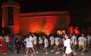El Castillo de Santa Ana se iluminó de rojo en el Día sobre la Distrofia Muscular de Duchenne