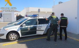 Detienen a la presunta autora de un grave apuñalamiento a otra mujer en la Plaza de Toros de Roquetas