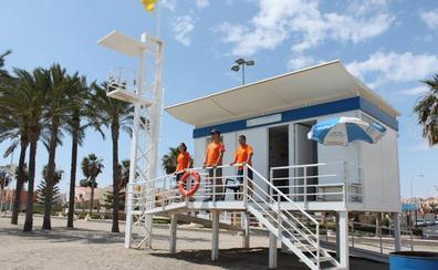 Roquetas amplía la vigilancia de sus playas hasta el 31 de octubre