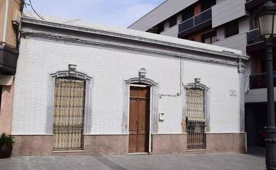 Amat asegura que se trabaja en un nuevo proyecto para salvar la fachada de la casa 'Anita Guerrero'