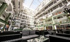 El precio de los alojamientos superó en julio a destinos como Benidorm o Torremolinos
