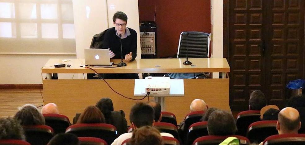 Clase magistral de Álvaro Catalán de Ocón en Úbeda sobre artesanía y diseño