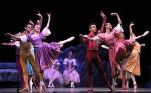 El Ballet de Monterrey ofreció la versión completa de 'El lago de los cisnes'