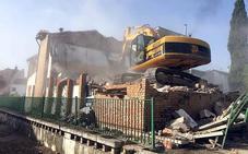 Comienza la demolición del antiguo colegio de la calle Virgen de América