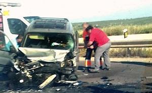 Heridas cinco personas en una colisión entre tres vehículos en Úbeda