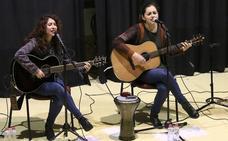 Concierto del dúo Duende de Gaia para alumnos del instituto Los Cerros