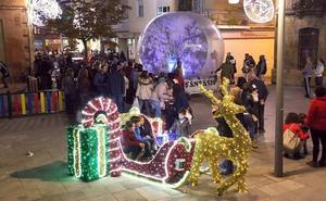 El ambiente navideño ya brilla por las calles de la ciudad