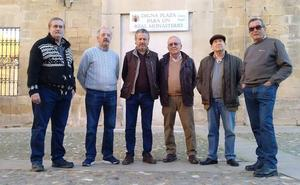 Los Caballeros Veinticuatro mostraron su satisfacción por la actuación en la plaza de Santa Clara