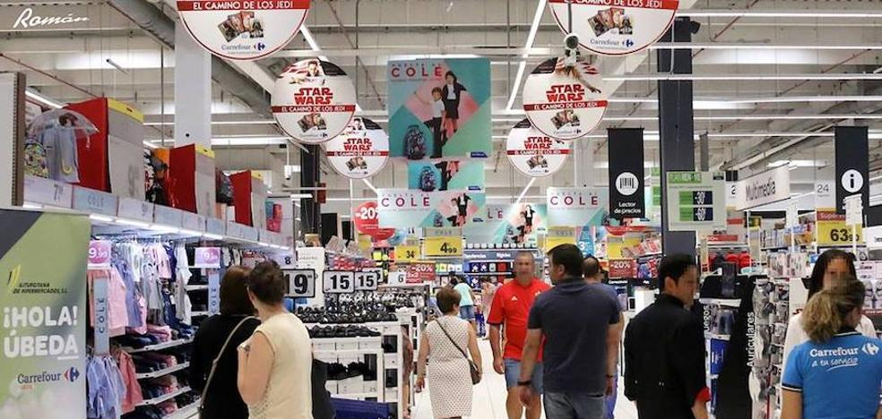 Una falsa amenaza de bomba obligó a desalojar el centro comercial Carrefour de Úbeda
