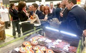 Campaña de promoción de productos Degusta Jaén en los centros Carrefour de la provincia