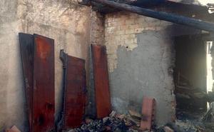 Incendio en una vivienda abandonada de la calle Fuente de las Risas