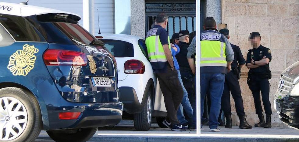 Dos personas detenidas tras el registro de un punto de venta de droga al menudeo