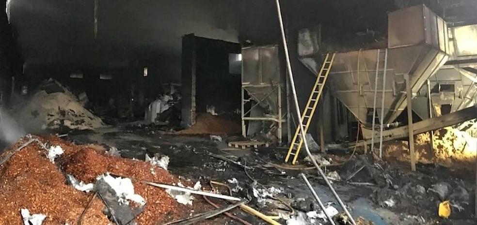 Incendio en una nave situada entre Úbeda y Baeza