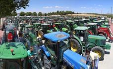 Tractorada para protestar por los bajos precios del aceite y exigir la regularización de los regadíos