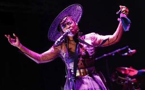 Lauryn Hill viste de Moisés Nieto
