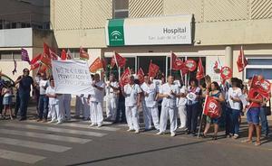 Concentración para apoyar al personal del hospital de Valme