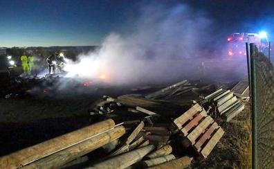Incendio en una parcela del Centro de Conservación de Carreteras situado entre Úbeda y Baeza