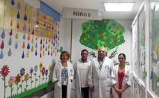 La Asociación Tréboles decora las urgencias pediátricas del hospital de Úbeda