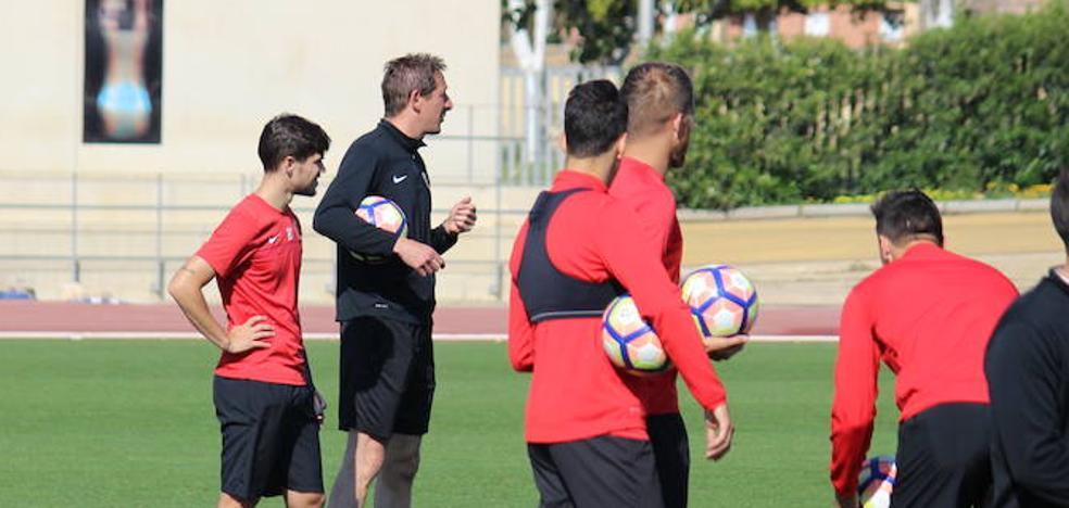 ¿Sabes qué jugadores estarán en el primer día de trabajo del Almería?