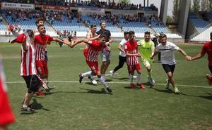 El Almería B celebra con goles su ascenso a Segunda División B