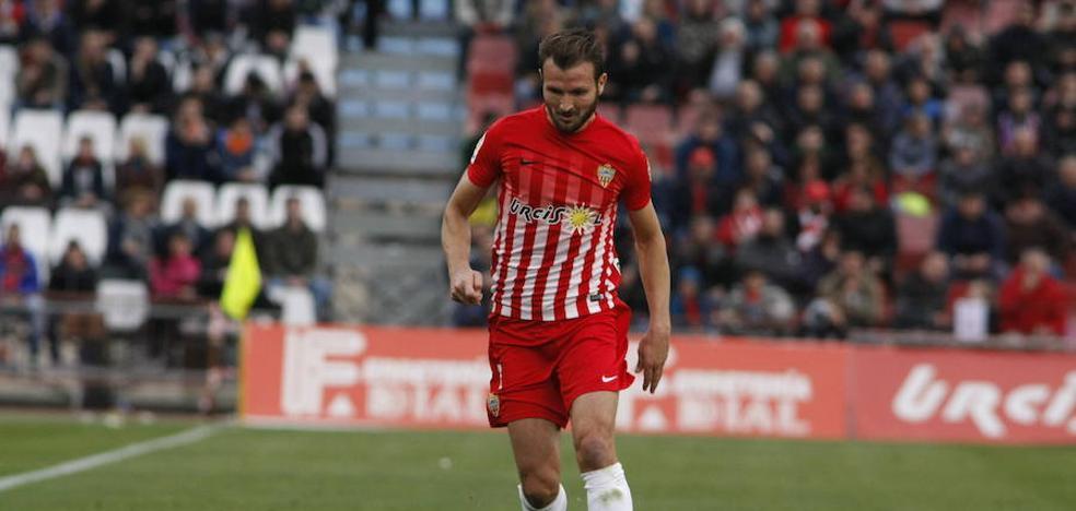 Marco Motta dice 'adiós' al Almería
