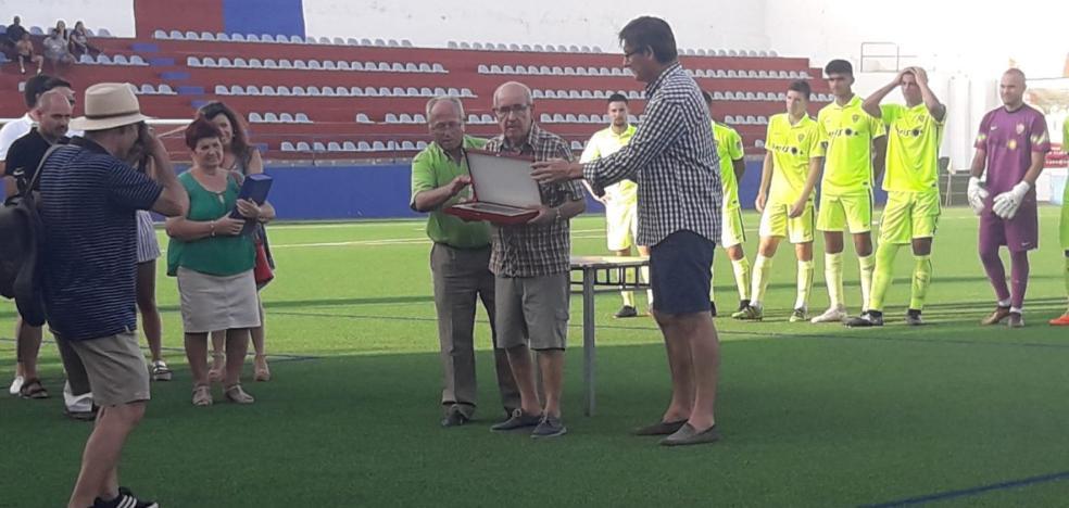 El Almería B gana al CD Adra (0-2) en el partido homenaje al 'profesor' Antonio Parrilla
