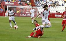 El Almería no aprovecha ni el balón ni la superioridad numérica