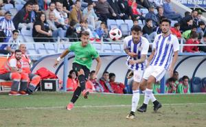El Almería B tiene el balón, pero no el orden