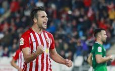El Almería gana por fe y condena al Sporting